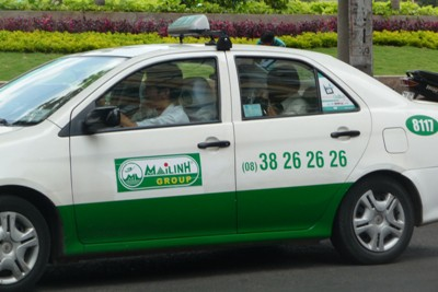 MaiLinh is one of the best taxi companies in Saigon and the cars are either white+green or all green