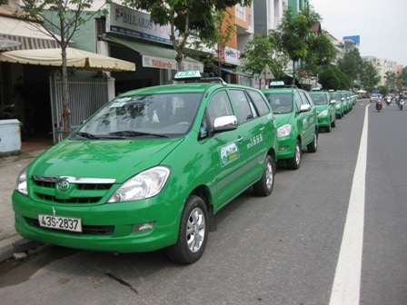 The MaiLinh fleet also contains vehicles that are all green.