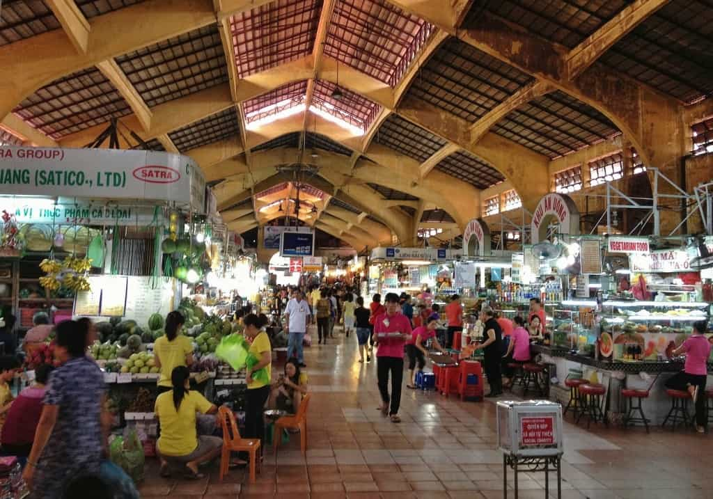 The food stalls in Ben Thanh market sees hundreds of visitors a day so they tend to go through their food quite quickly in comparison to other food stalls around the city.