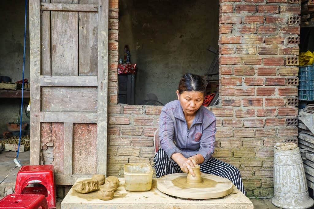 woman making pottery in Thanh Ha Village