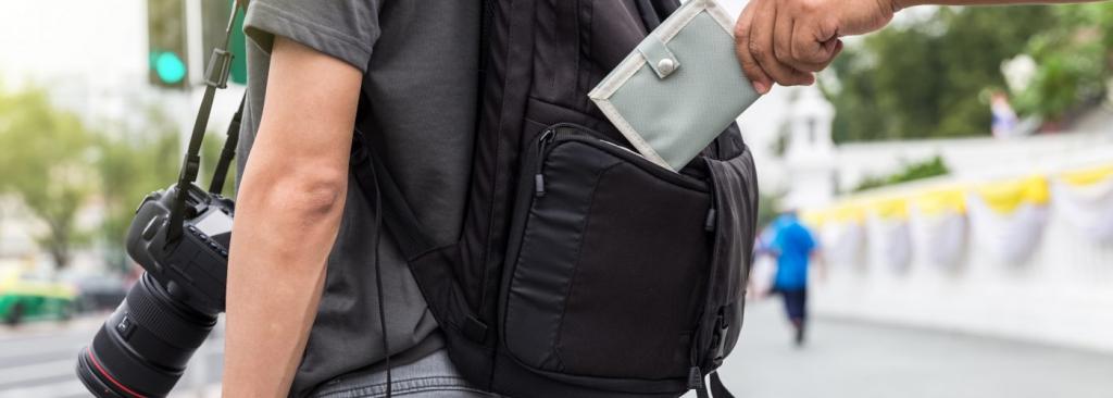 Pickpocket steals wallet