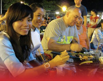 saigon xo foodie tour guests